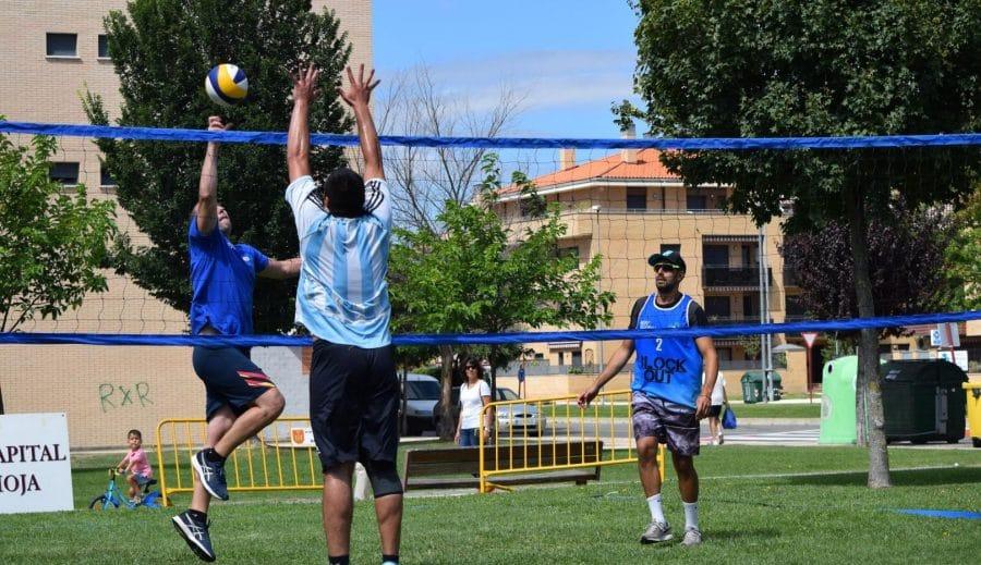 FOTOS: Voleibol a pie de calle en Haro 18