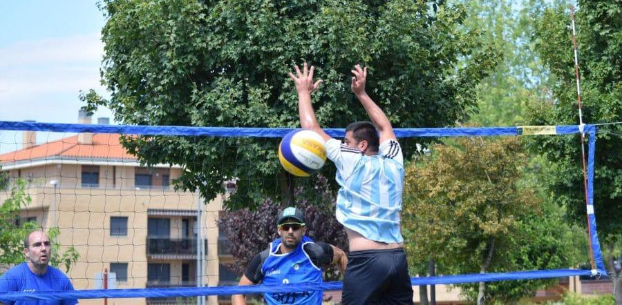 FOTOS: Voleibol a pie de calle en Haro 21