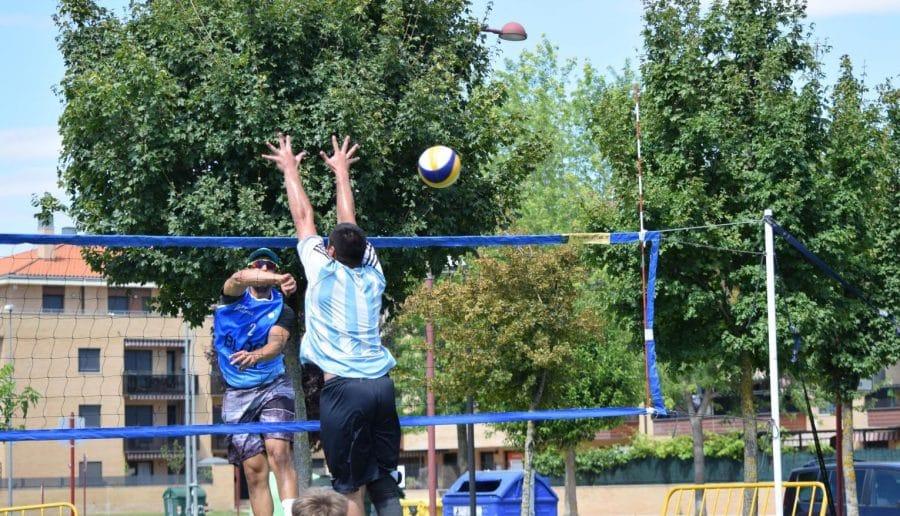 FOTOS: Voleibol a pie de calle en Haro 22