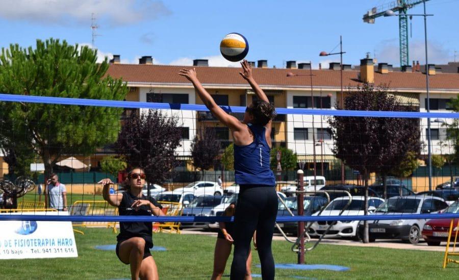FOTOS: Voleibol a pie de calle en Haro 23
