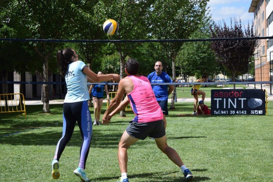 FOTOS: Voleibol a pie de calle en Haro 27