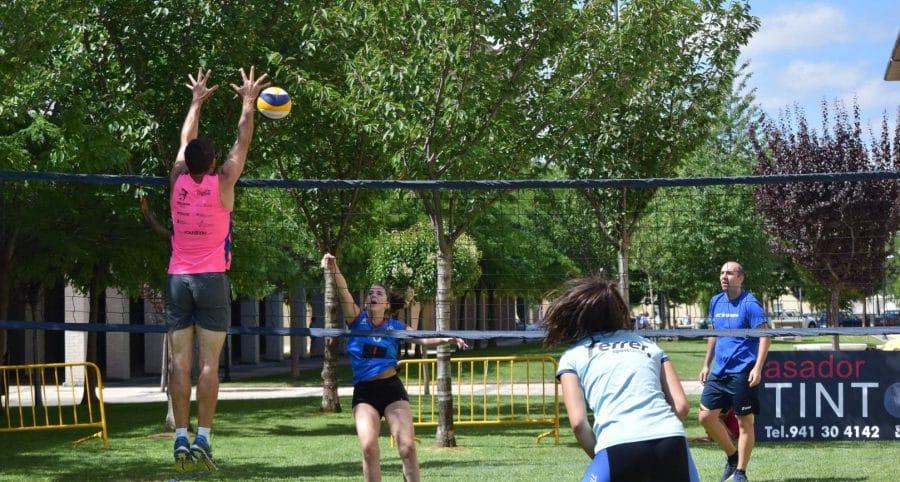 FOTOS: Voleibol a pie de calle en Haro 28