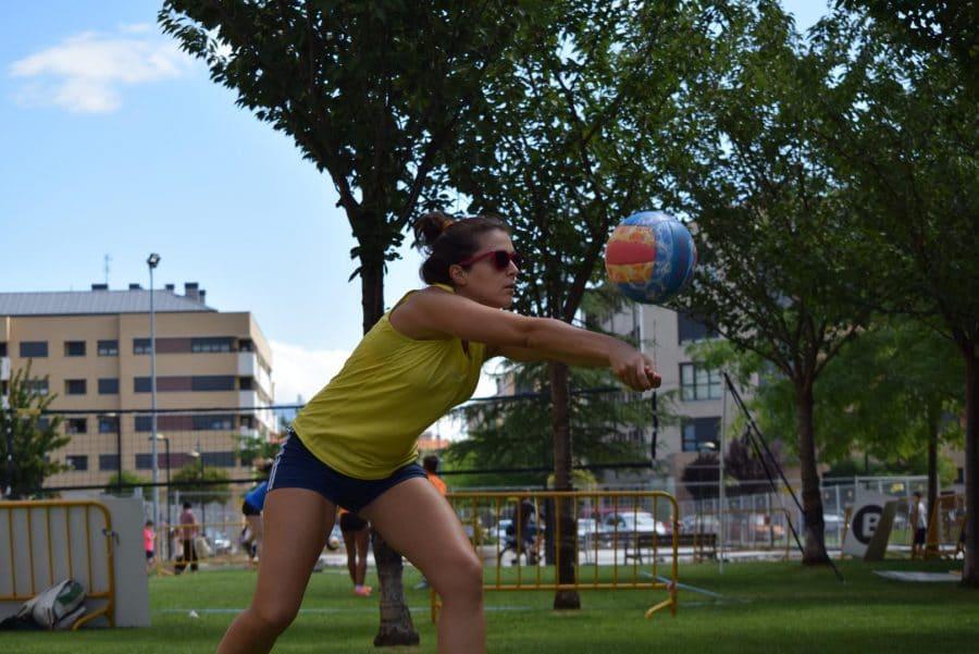 FOTOS: Voleibol a pie de calle en Haro 7