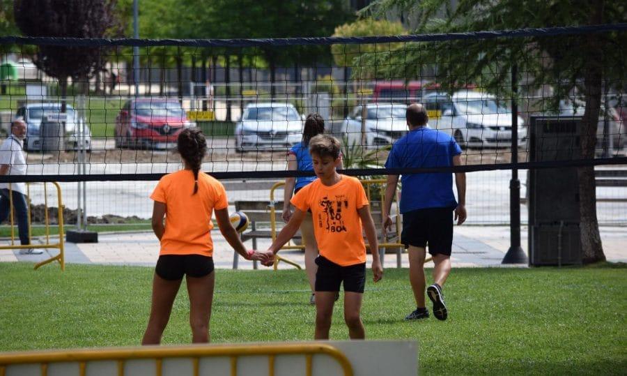 FOTOS: Voleibol a pie de calle en Haro 8