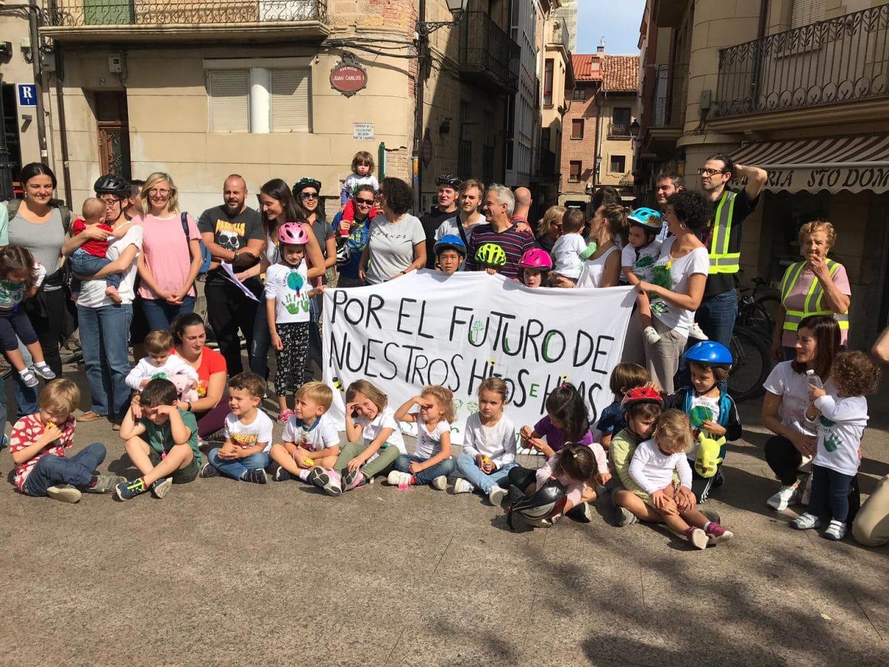 Las Madres por el Clima La Rioja se presentan con una 'bicicletada' en Santo Domingo de la Calzada 1