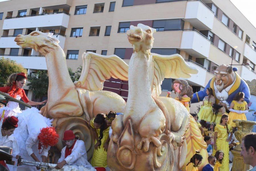 Fantasía y colorido en el desfile de carrozas de Haro 14