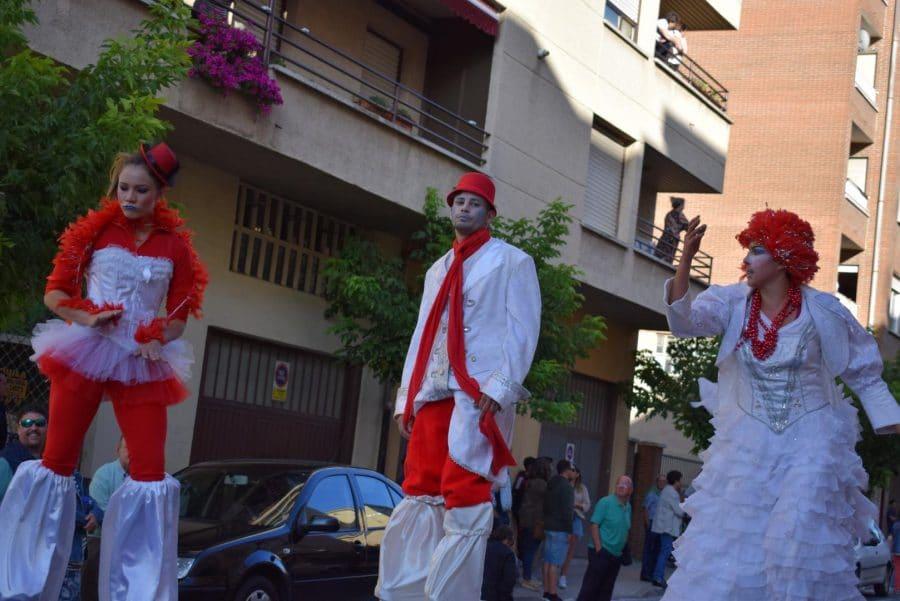 Fantasía y colorido en el desfile de carrozas de Haro 25
