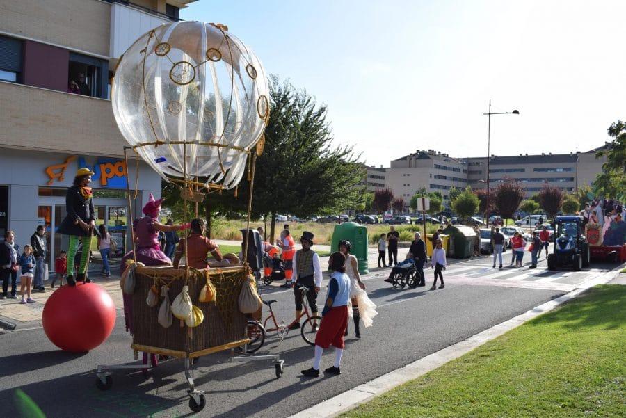 Fantasía y colorido en el desfile de carrozas de Haro 6