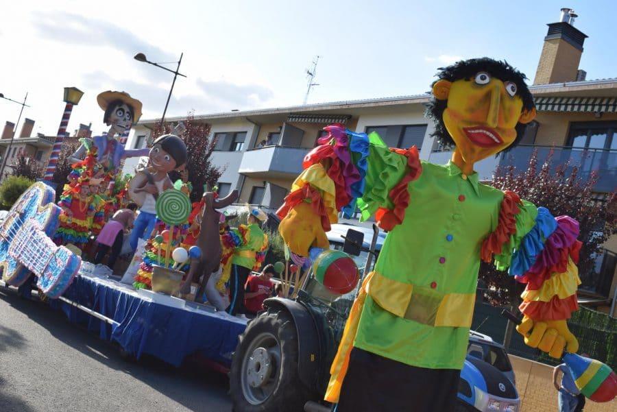Fantasía y colorido en el desfile de carrozas de Haro 7