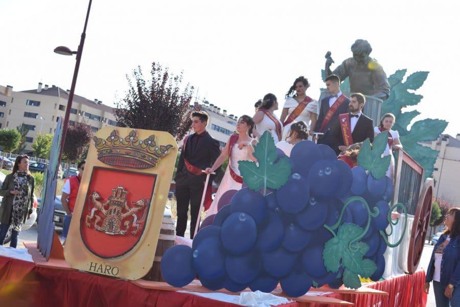 Fantasía y colorido en el desfile de carrozas de Haro 8
