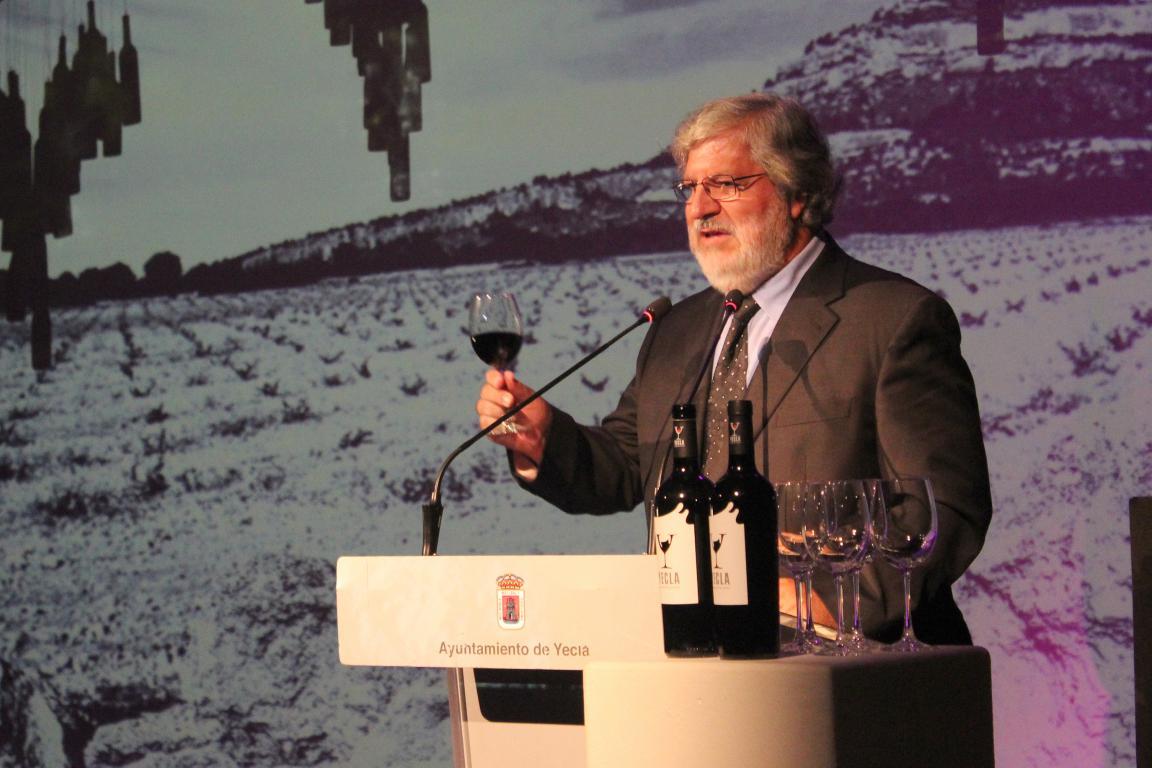 El jarrero José Miguel López, nombrado Enoturista del Año en Yecla 1