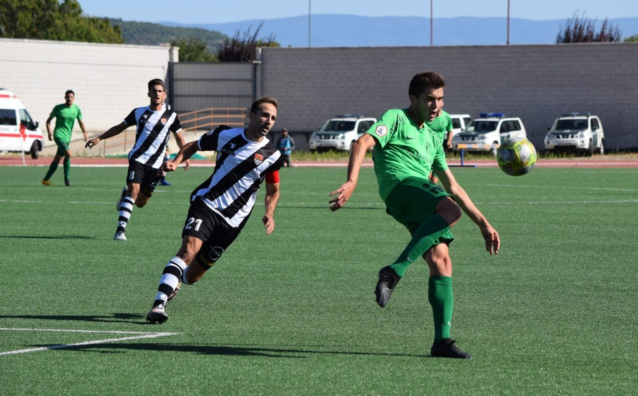 El Burgos CF arranca un punto ante el Haro con diez jugadores 1