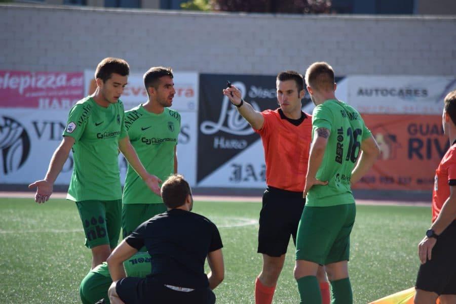 El Burgos CF arranca un punto ante el Haro con diez jugadores 6