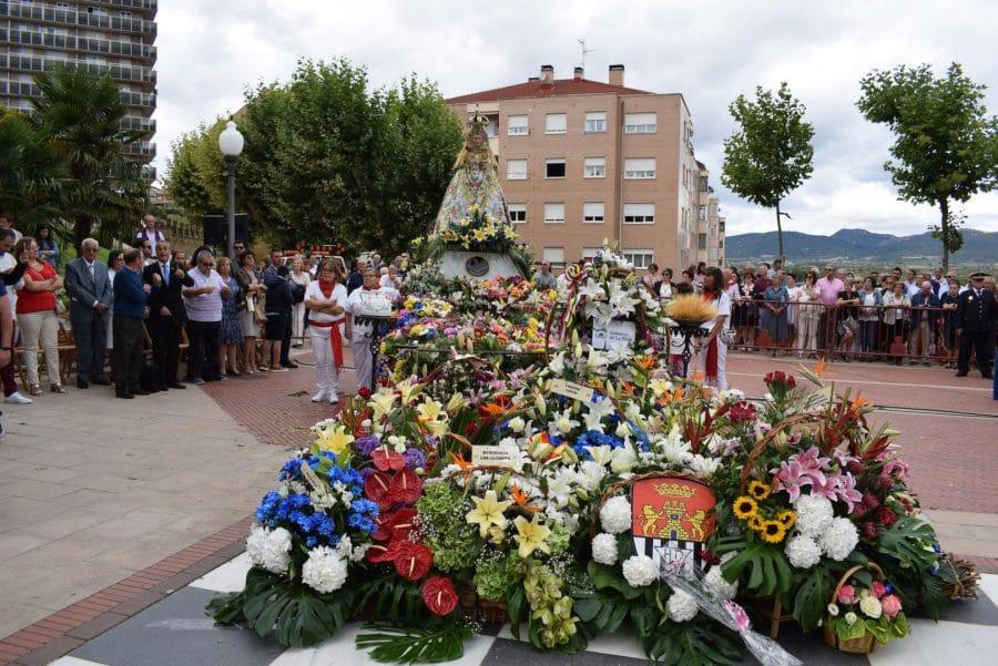 Haro se echa a la calle para honrar con flores a la Virgen de la Vega 1