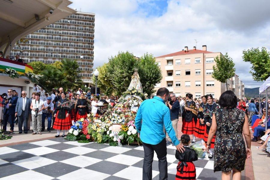 Haro se echa a la calle para honrar con flores a la Virgen de la Vega 74