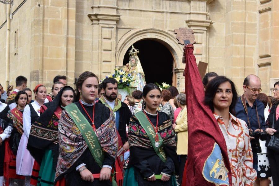 Haro se echa a la calle para honrar con flores a la Virgen de la Vega 8