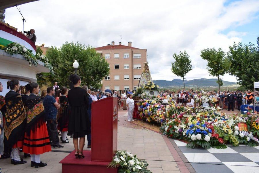 Haro se echa a la calle para honrar con flores a la Virgen de la Vega 2