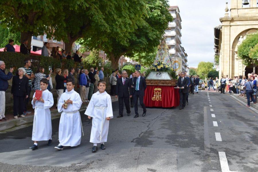 Haro se echa a la calle para honrar con flores a la Virgen de la Vega 11
