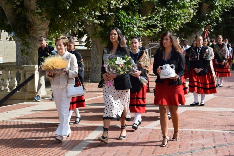 Haro se echa a la calle para honrar con flores a la Virgen de la Vega 15