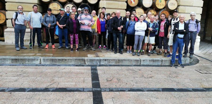 Cerca de treinta personas participan en un nuevo paseo saludable por el entorno de Haro 1