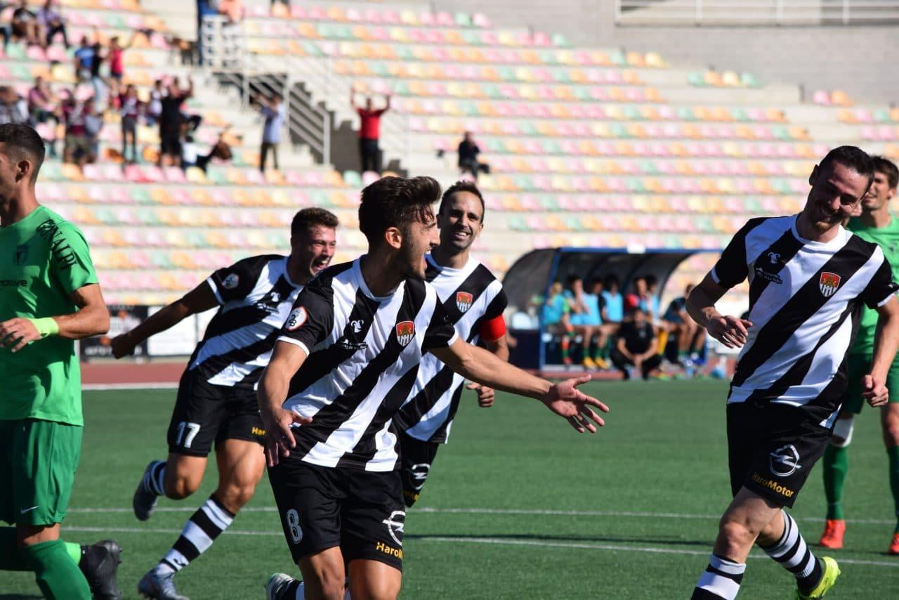 Facu celebra un gol de penalti en El Mazo.