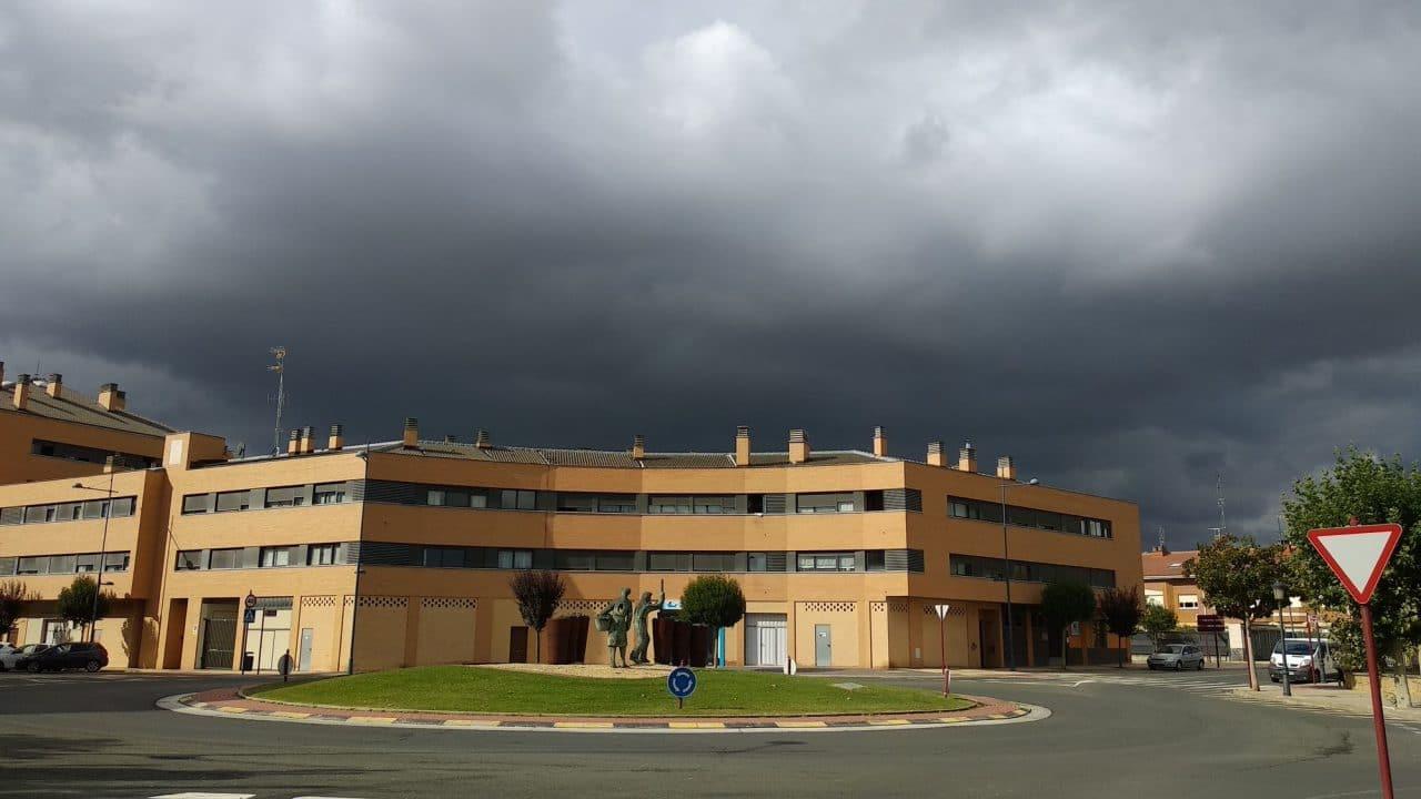 El episodio de tormentas provoca varias incidencias en La Rioja Alta... y el aviso amarillo continúa 1