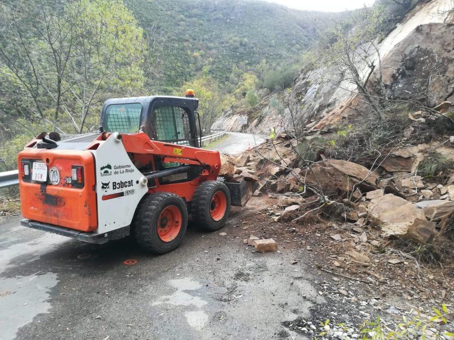 Se reabre la carretera en Viniegra de Abajo tras un desprendimiento de tierra y roca 2