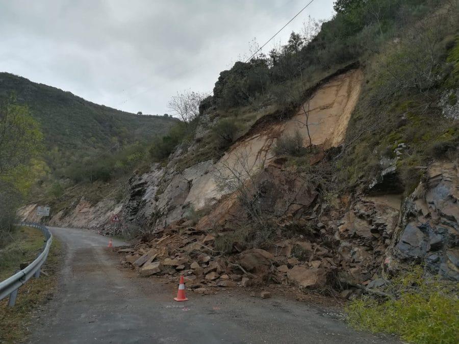 Se reabre la carretera en Viniegra de Abajo tras un desprendimiento de tierra y roca 3