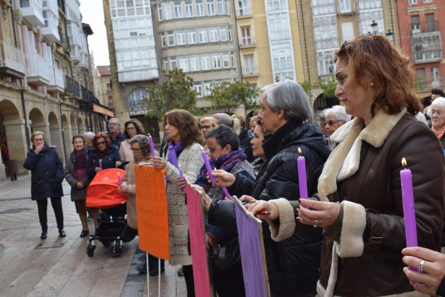 Haro enciende velas en recuerdo de las víctimas de violencia de género 11