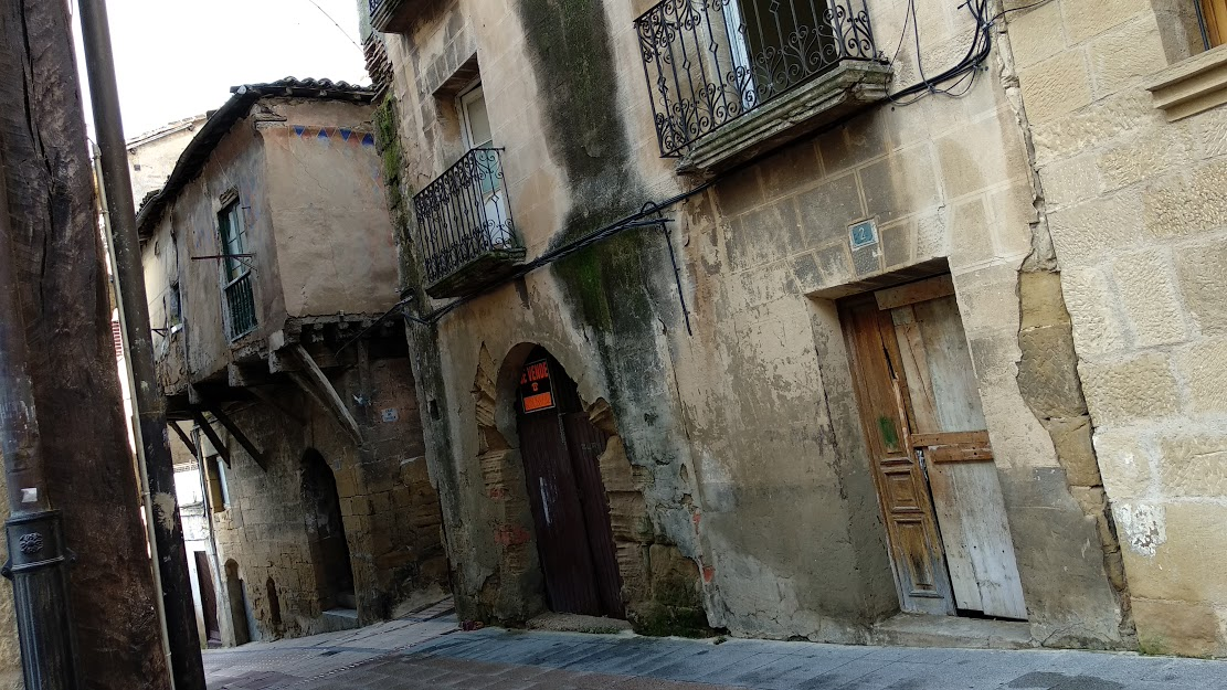 Haro deja aparcada la declaración en ruina del edificio histórico de la calle Costanilla 1