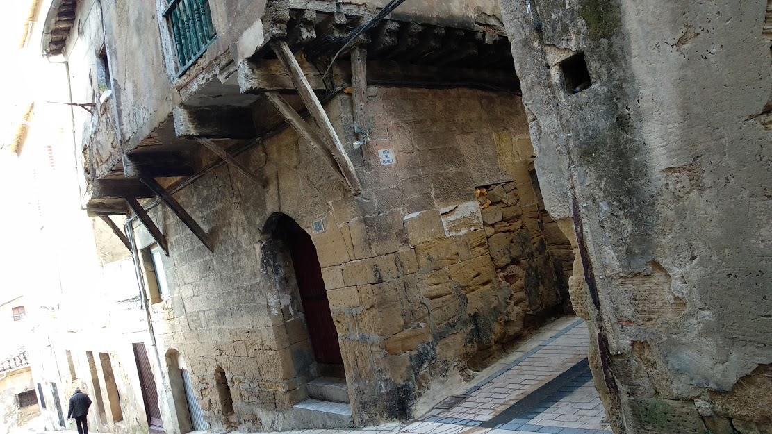 Haro deja aparcada la declaración en ruina del edificio histórico de la calle Costanilla 3