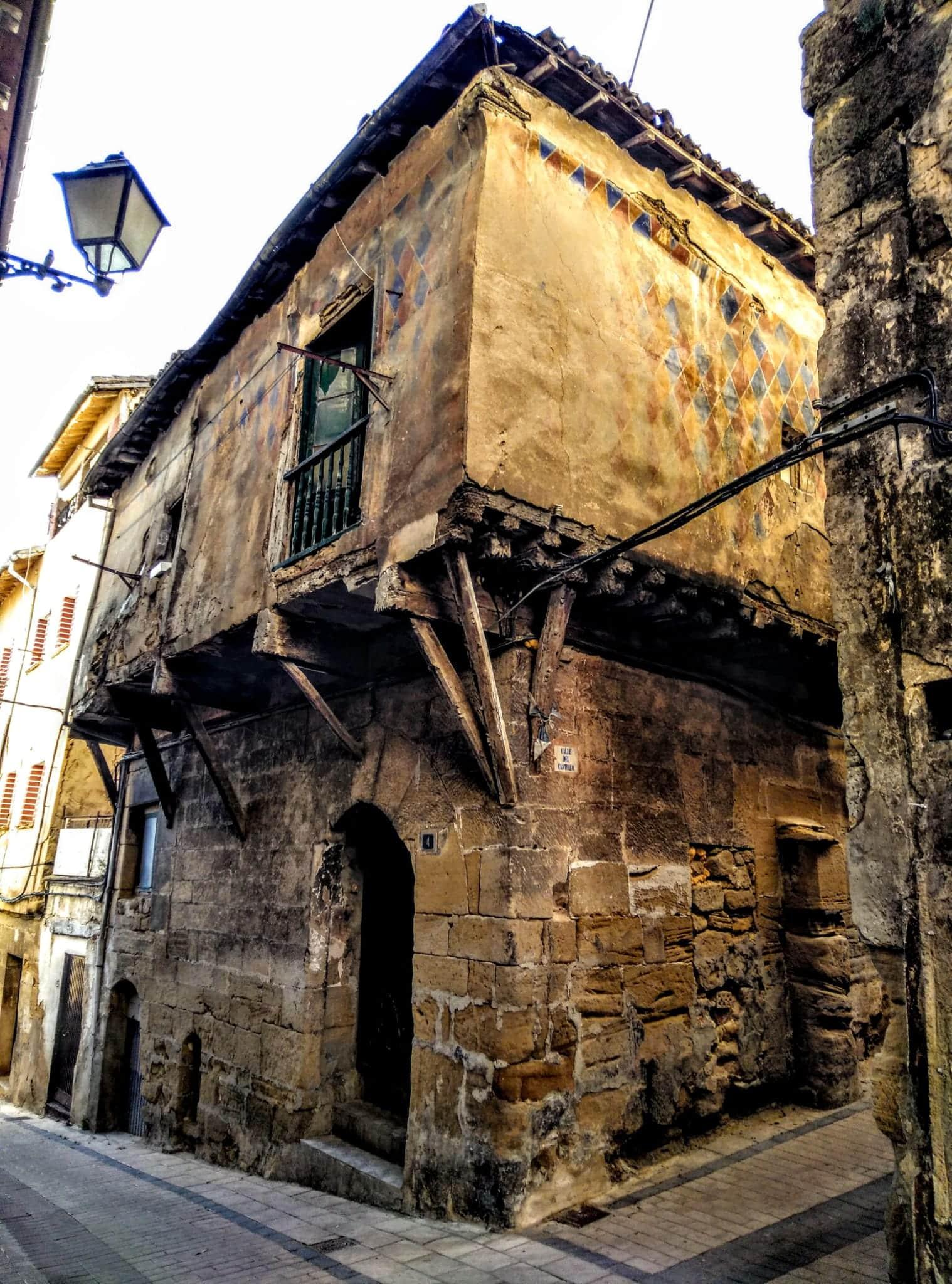 Haro deja aparcada la declaración en ruina del edificio histórico de la calle Costanilla 4