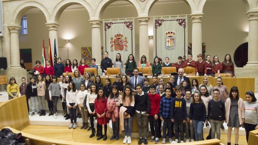 Escolares de Haro, Nájera y Santo Domingo participan en la lectura de la Constitución en el Parlamento 1