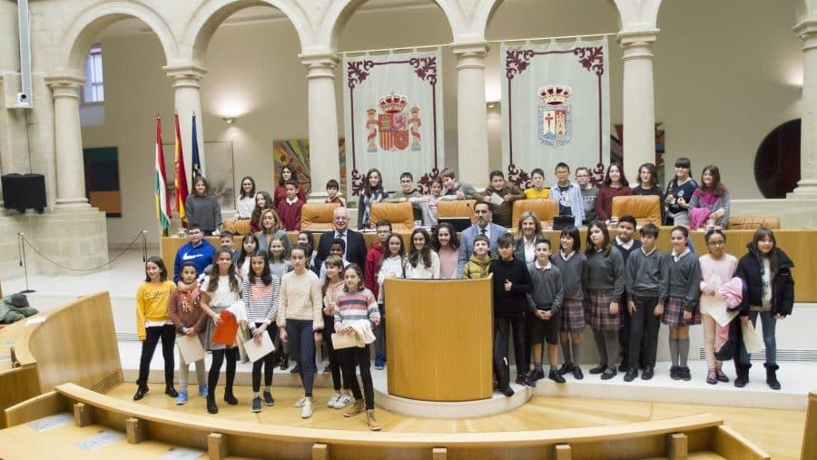 Escolares de Haro, Nájera y Santo Domingo participan en la lectura de la Constitución en el Parlamento 4