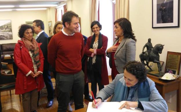 """La ministra de Trabajo visita en Ezcaray Euro Seating International: """"Un ejemplo de desarrollo e innovación"""" 9"""