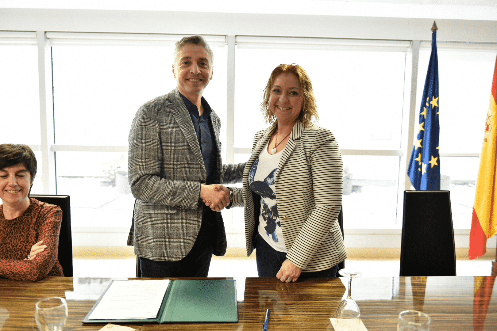 El Gobierno riojano firma el convenio de colaboración con las casas regionales 1