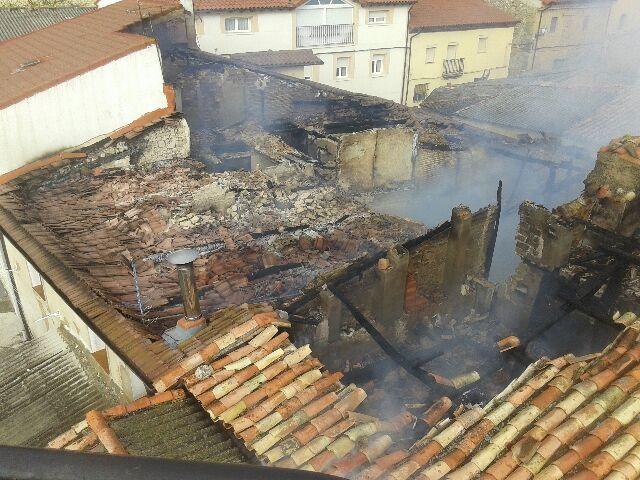 Un incendio afecta a ocho viviendas en Foncea 2
