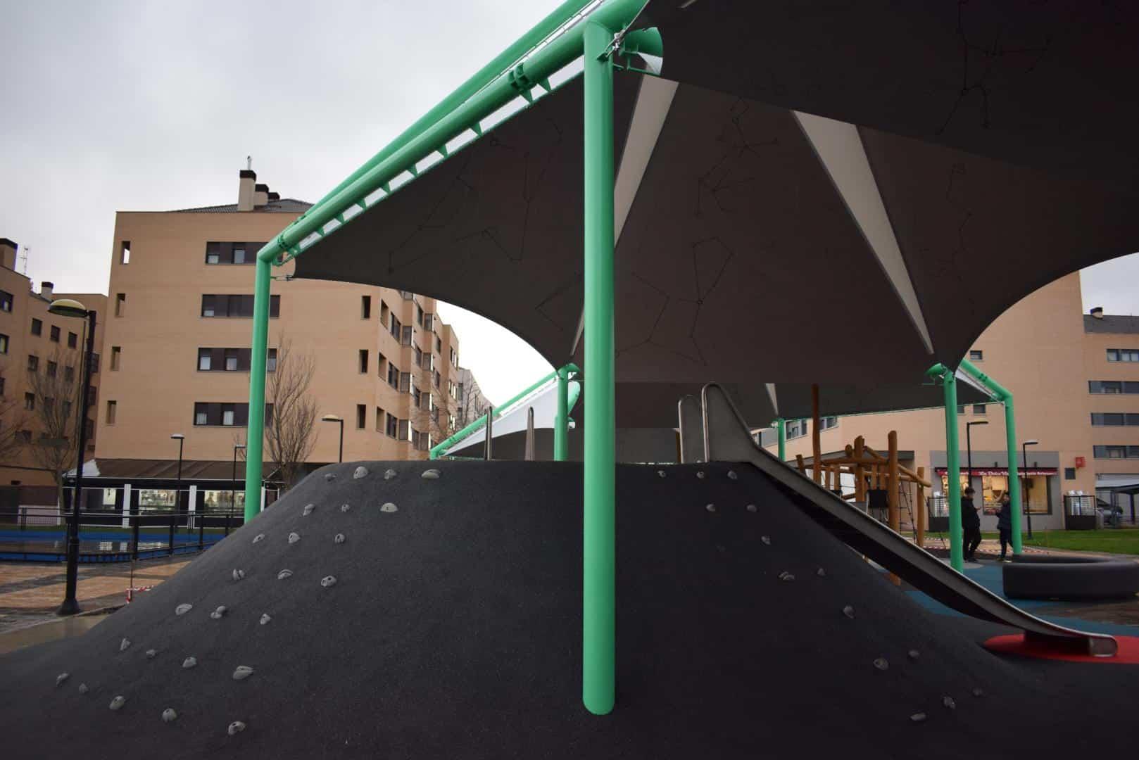El Mazo ya disfruta de su nuevo parque infantil cubierto 2