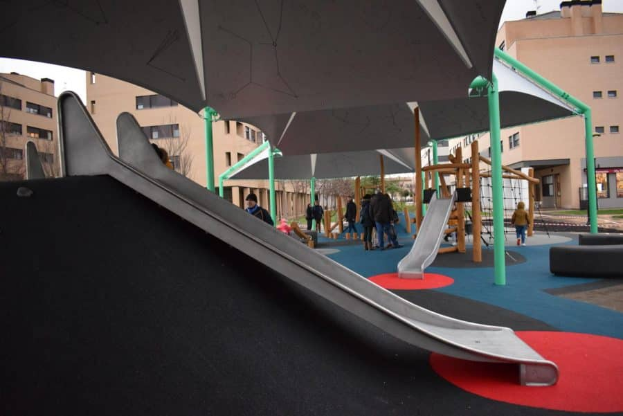 El Mazo ya disfruta de su nuevo parque infantil cubierto 5