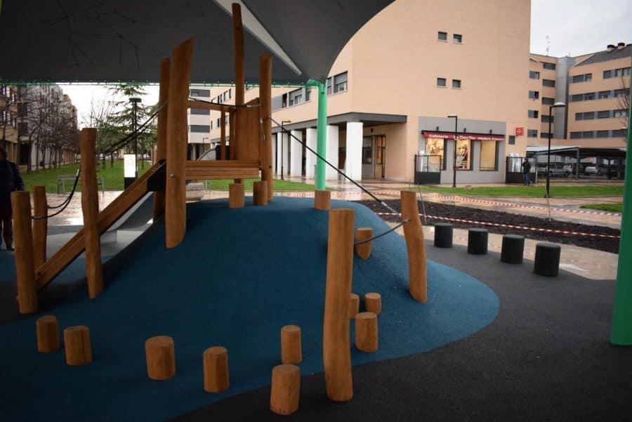 El Mazo ya disfruta de su nuevo parque infantil cubierto 7