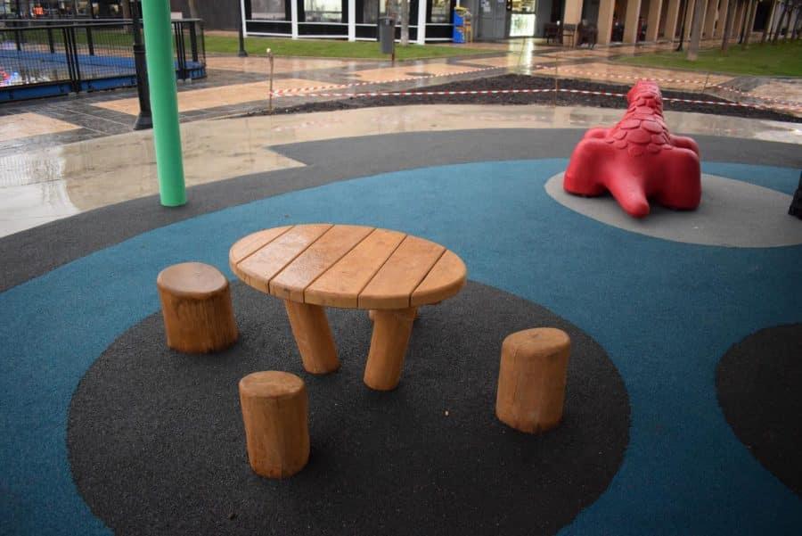 El Mazo ya disfruta de su nuevo parque infantil cubierto 8
