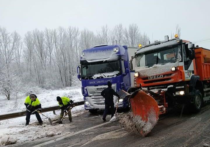 La nieve provoca problemas de movilidad en las carreteras de La Rioja 1