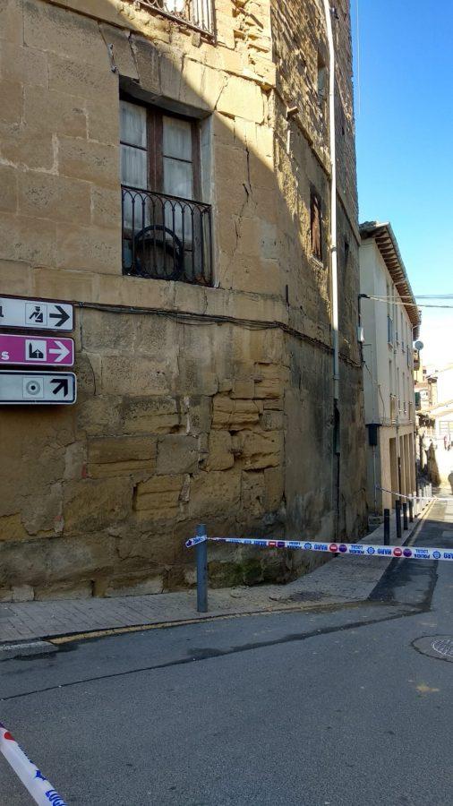 Cortan la calle Linares Rivas en Haro por peligro de derrumbe de un edificio 2