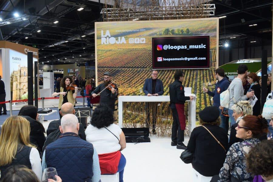 El estand de La Rioja en Fitur encandila al público con vinoterapia, alfarería y maridajes de música 4