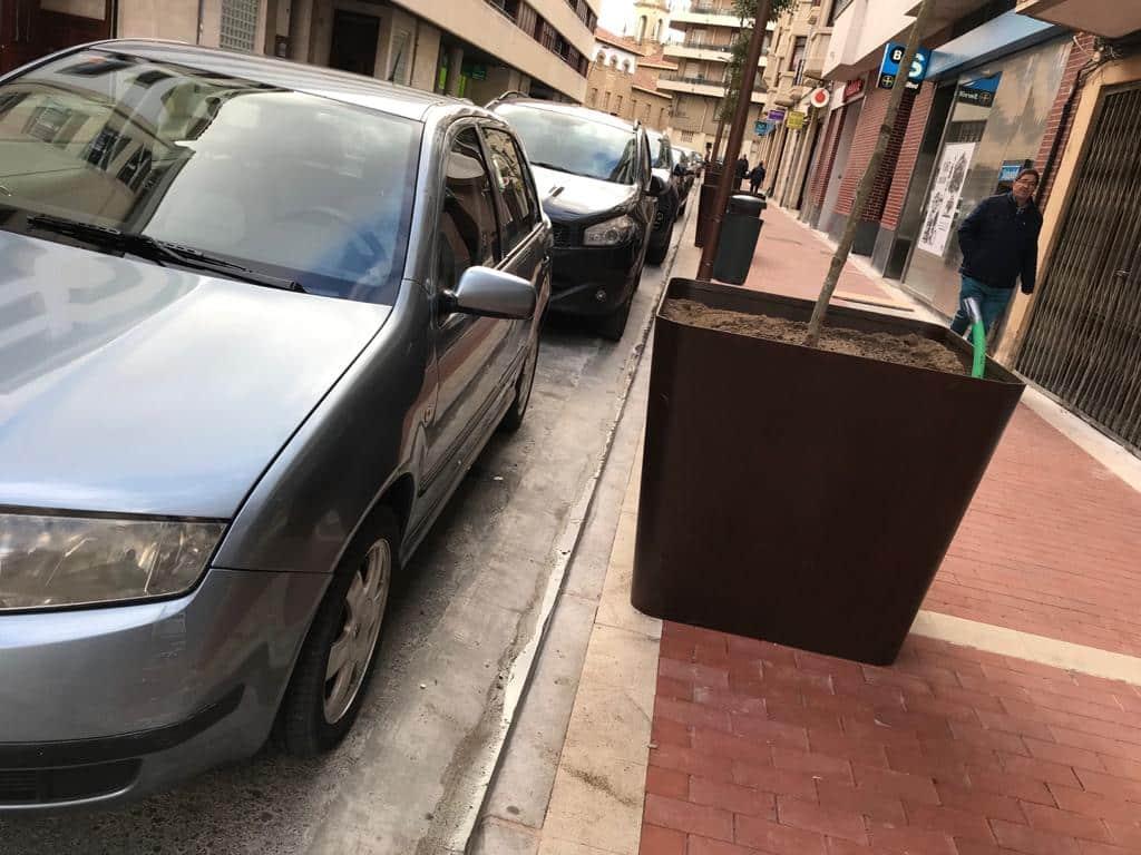 Colocadas las jardineras de la 'discordia' en la avenida de La Rioja de Haro 1