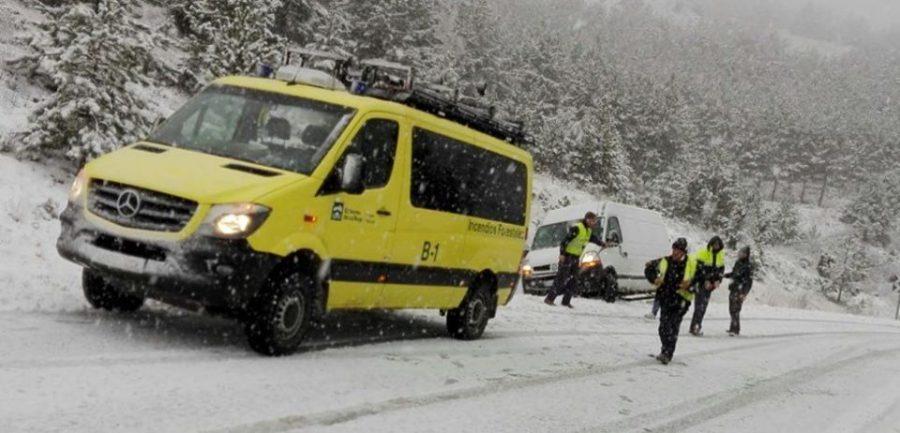 La nieve provoca problemas de movilidad en las carreteras de La Rioja 2