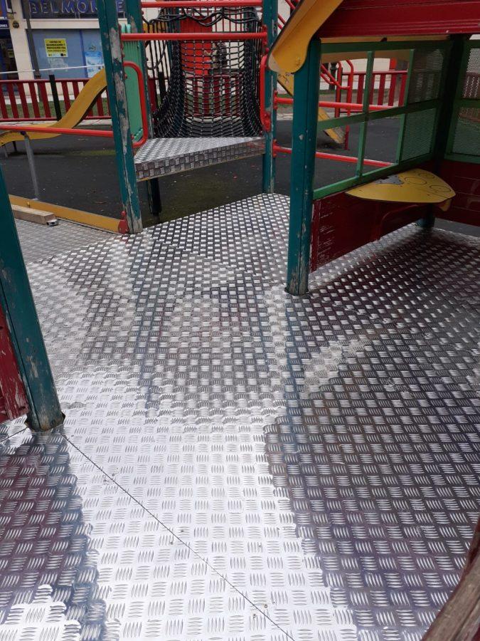 Haro actualiza los juegos infantiles del parque de los Pintores 4