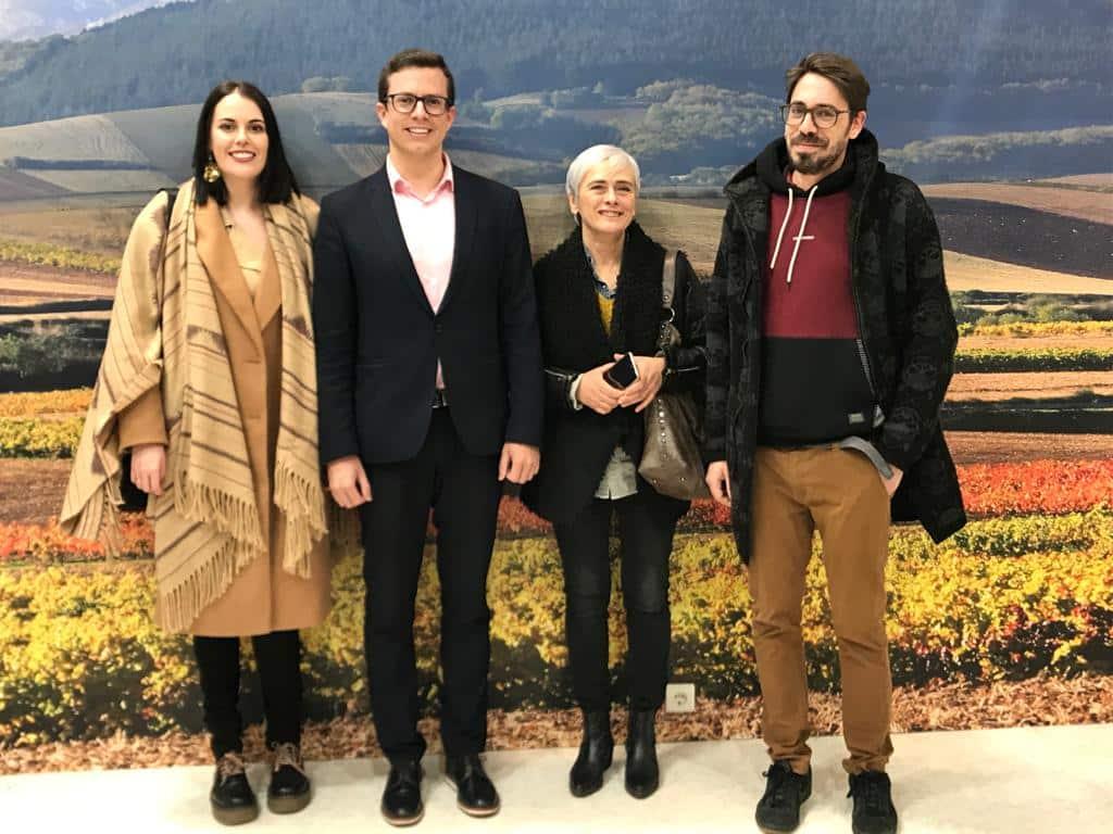 El estand de La Rioja en Fitur encandila al público con vinoterapia, alfarería y maridajes de música 1