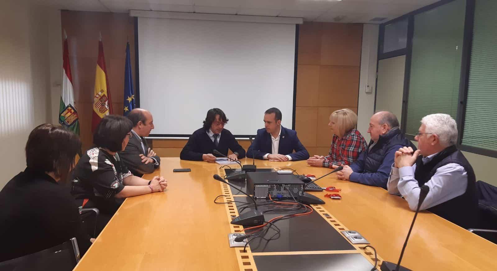El Gobierno de La Rioja entrega a Nájera el proyecto para la estabilización del talud de Peñaescalera 1