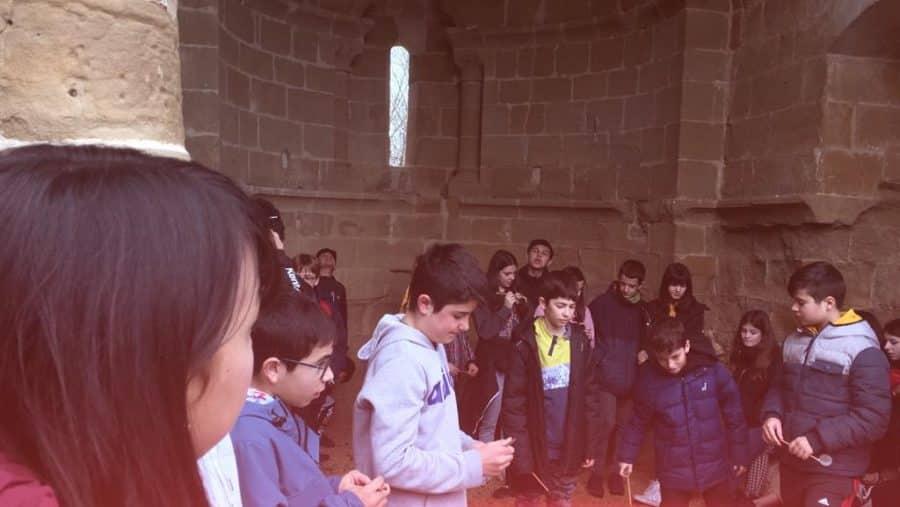 Alumnado del IES Rey Don García de Nájera visita el Centro del Románico de Treviana 2